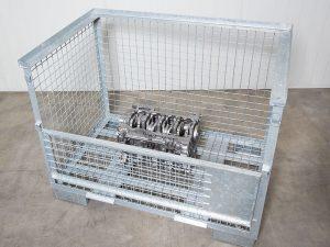 Gitterbox mit gereinigten Teilen